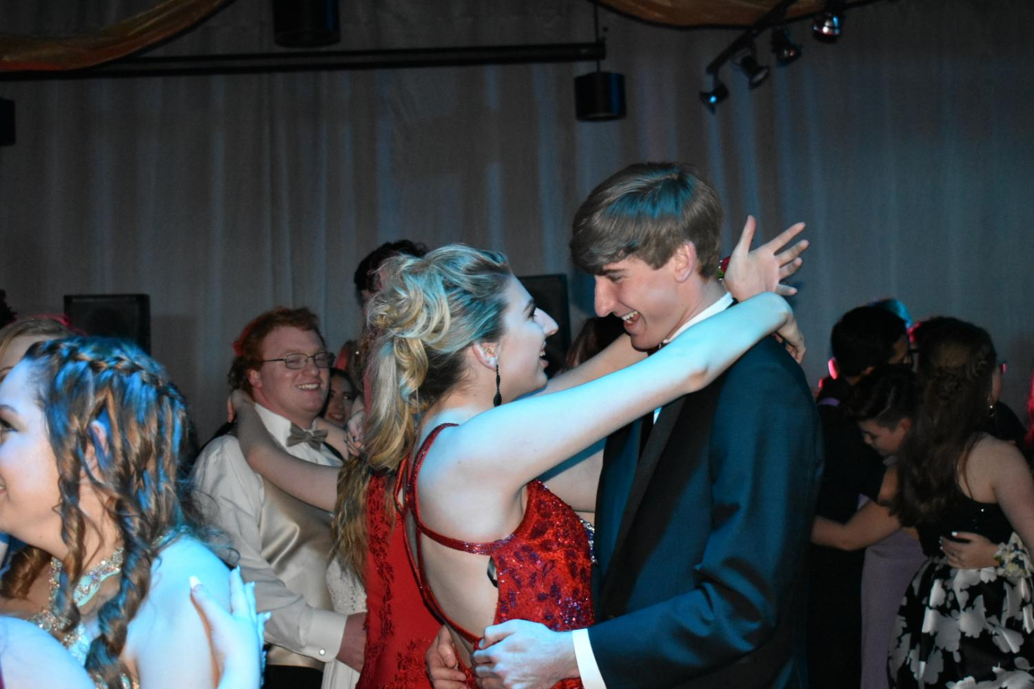 Senior+Will+McOuat+and+Scarlett+Moore+dance+together+at+prom.+