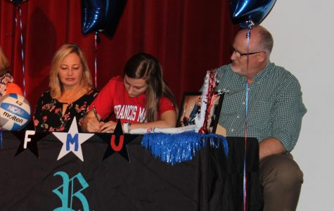 Seniors Sign Their National Letters of Intent